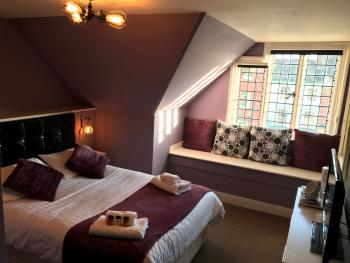 Double Ensuite with Shower - Top Floor - Breakfast Included
