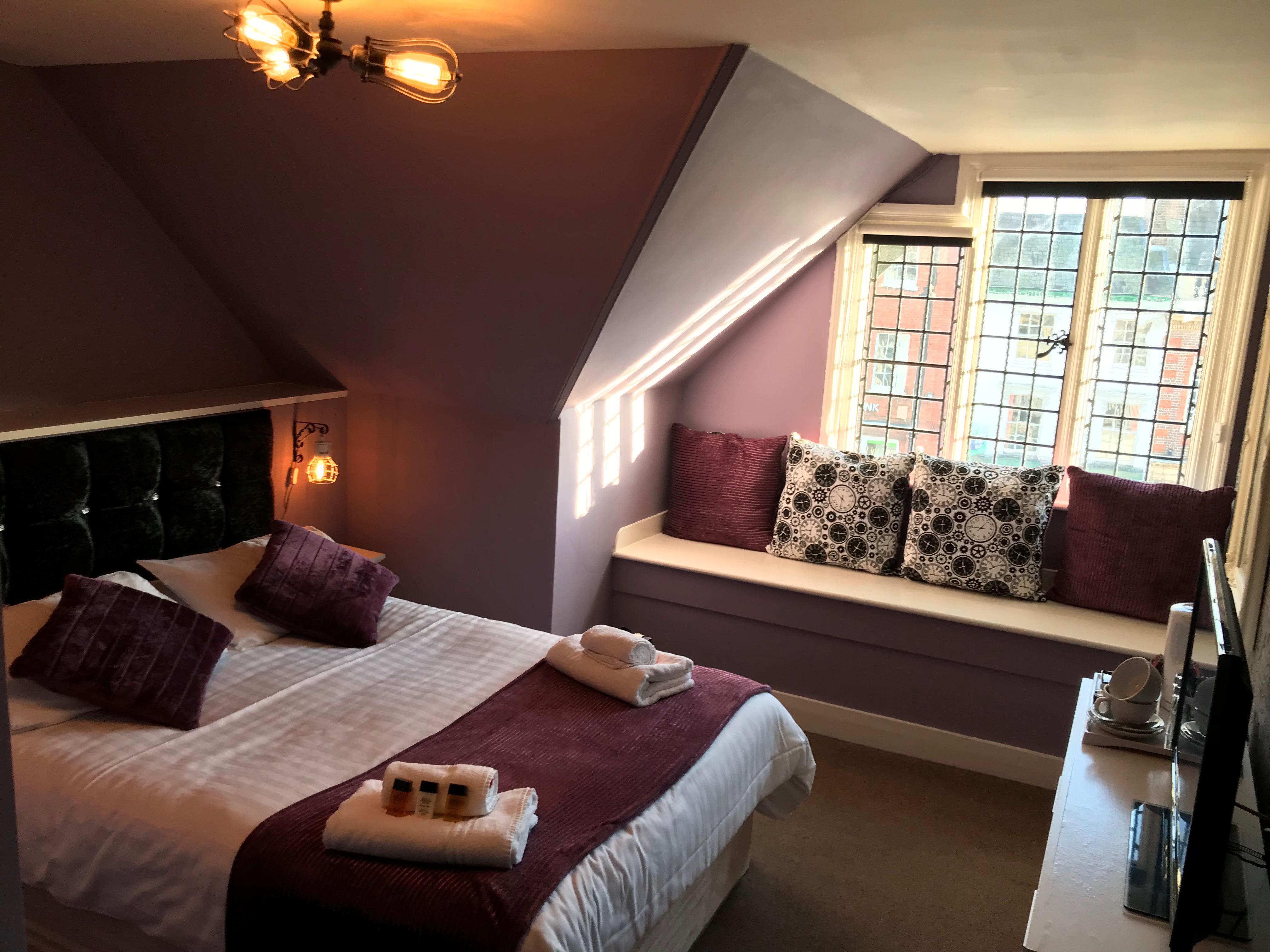 Double room-Ensuite with Shower-Top Floor - Base Rate