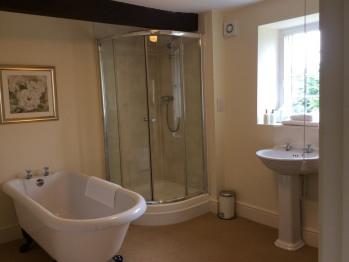 The Castle Room En Suite Bathroom