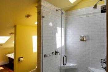 Royal Poinciana Suite Bathroom