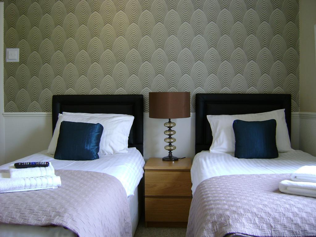 Twin-Ensuite Room Only