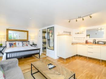 Apartment-Ensuite-Garden Room - Breakfast Included
