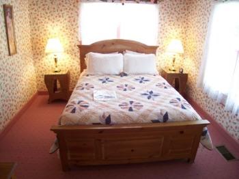 The Belinda Suite - Queen Bed / Stand-up Shower
