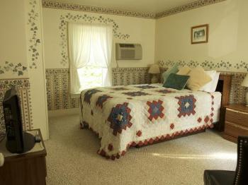 Quad room-Ensuite-Standard-#5B Family Retreat