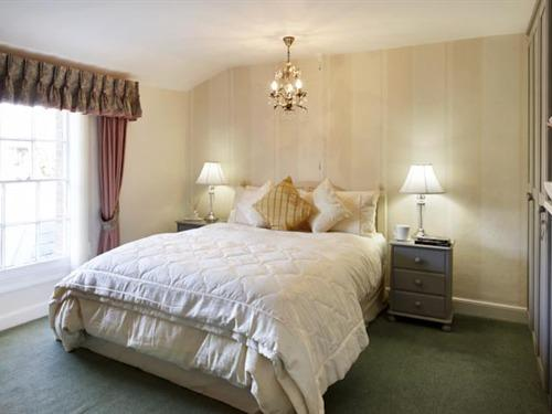 Double room-Standard-Ensuite-Garden View - Base Rate