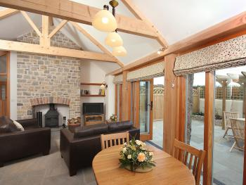 Lounge/diner of Cherry Plum Cottage.