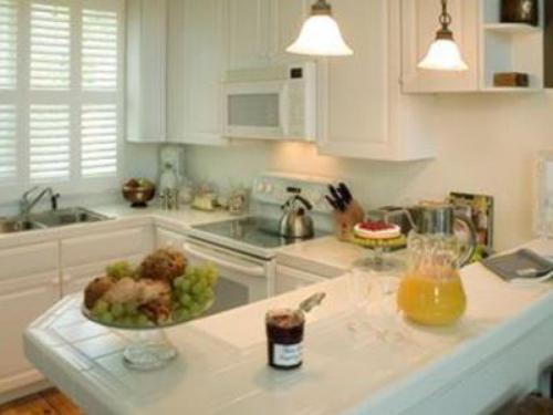 Fully-equipped kitchen with service for 6 guests