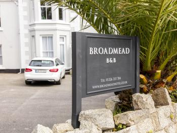 Broadmead B&B - Exterior Sign for B&B
