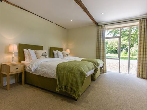 Twin room-Classic-Ensuite-The Willow - Base Rate