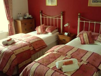 room 1    twin family room with adjoining single room sleeps three, ,and ensuite (can be used has twin room for two persons )