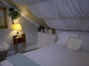 Canopy room with queen bed
