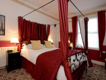 King-Ensuite-Four Poster