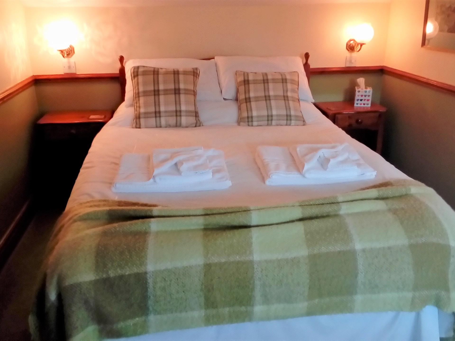 Double room-Deluxe-Ensuite-Newtondale - Base Rate