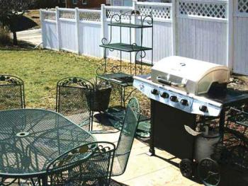 Outdoor patio with gas grill, seating for 6
