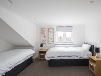 House-Business-Ensuite with Shower-Sunny Terrace - Base Rate