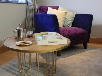 Spacious seating area in 'The Yew' - Guest Room