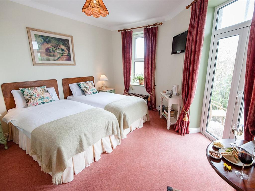 Twin room-Classic-Ensuite with Bath-Balcony - Base Rate