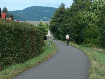 Auf dem in unmittelbarer Nähe befindlichen Mommelstein-Radweg kann man bis zum Großen Inselsberg fahren