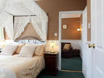 Four Poster Suite (Adjoining Rooms) - First Floor