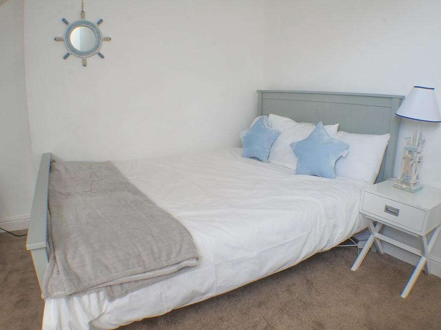Double room-Standard-Ensuite with Shower-Small Top Floor - Base Rate