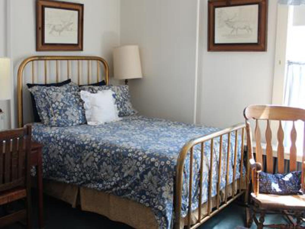 Double room-Private Bathroom-Deluxe-Mountain View-B&B Room 201 - Elkhorn Ro