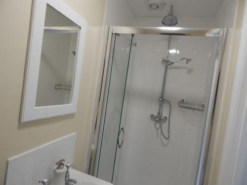 En suite Shower room to double room