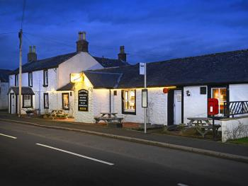 The Farmers Inn - Pub at night