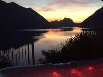 Vista notturna sul Lago di Lugano