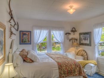 2-BEDROOM SUITE (MAIN ROOM)