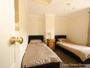 Twin room-Economy-Shared Bathroom-Whitehouse R5 Upstairs