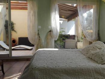 Bambou luxury room-bath room with tube-private patio