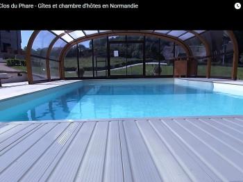 B&B Le Clos du Phare - Le manoir avec vue sur la piscine.
