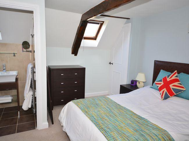 Studio-Apartment-Ensuite with Shower-Garden View-Studio Rm 5 - Base Rate