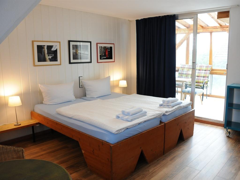 Dreibettzimmer-Ensuite Dusche-Balkon-Einfaches 3-Bettzimmer