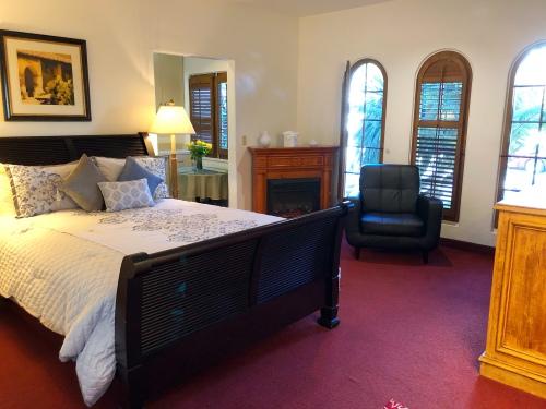 Room 3- Two Queen Beds- Split Level