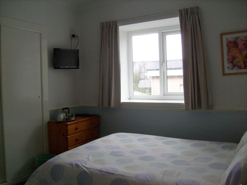 Double room-Private Bathroom-Without Parking - Base Rate