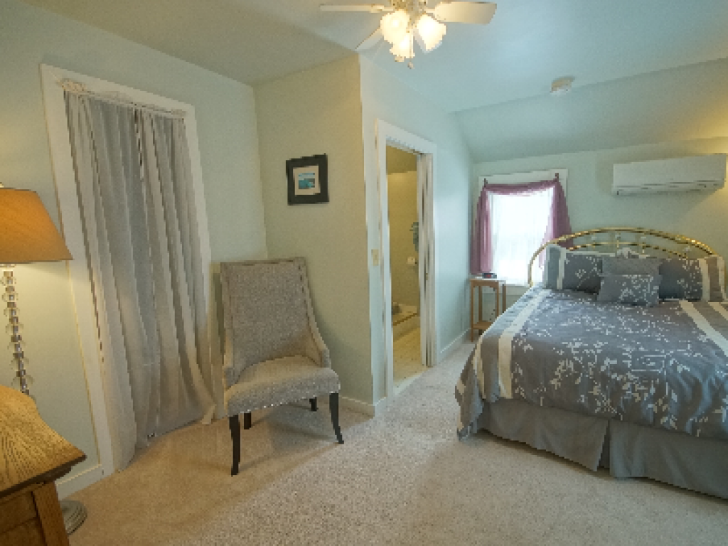 Queen-Ensuite with Shower-Deluxe-Woodland view-Pine Island Room #4 - Base Rate