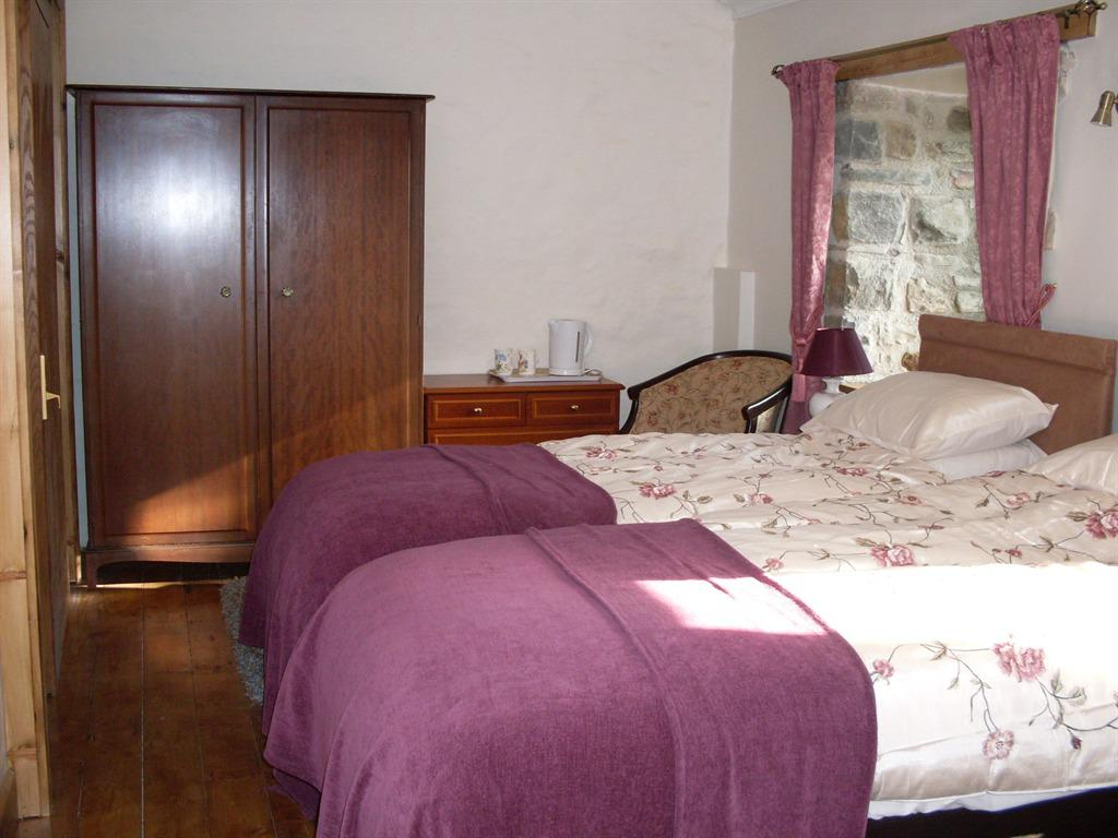 Double room-Ensuite-Super King Size Disabled - Base Rate