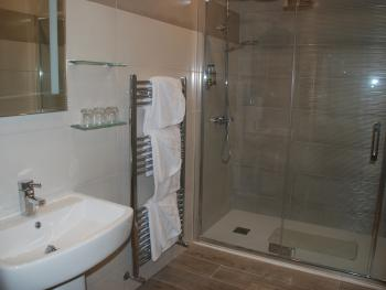 Bathroom Superior Triple Room