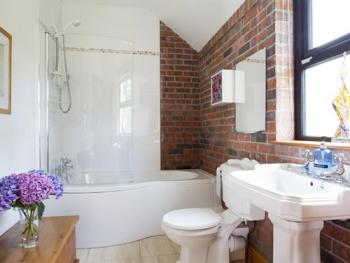 The Barn Self Catering main bathroom