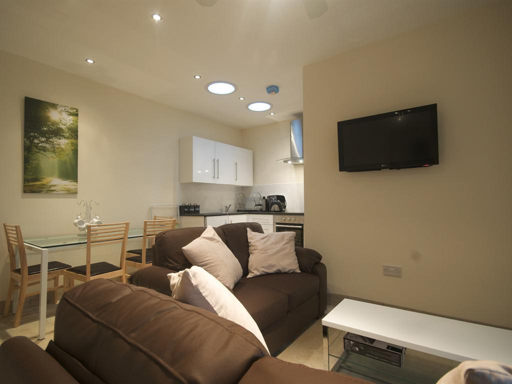 Elm Self Catering Two Bedroom Cottage/Full Kitchen/Lounge