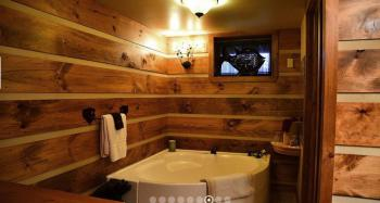 Wilderness Room at Bear Mountain with a whirpool tub