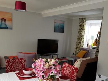 Huku Kwetu - Fieldfare Green - Living Room and Dinner