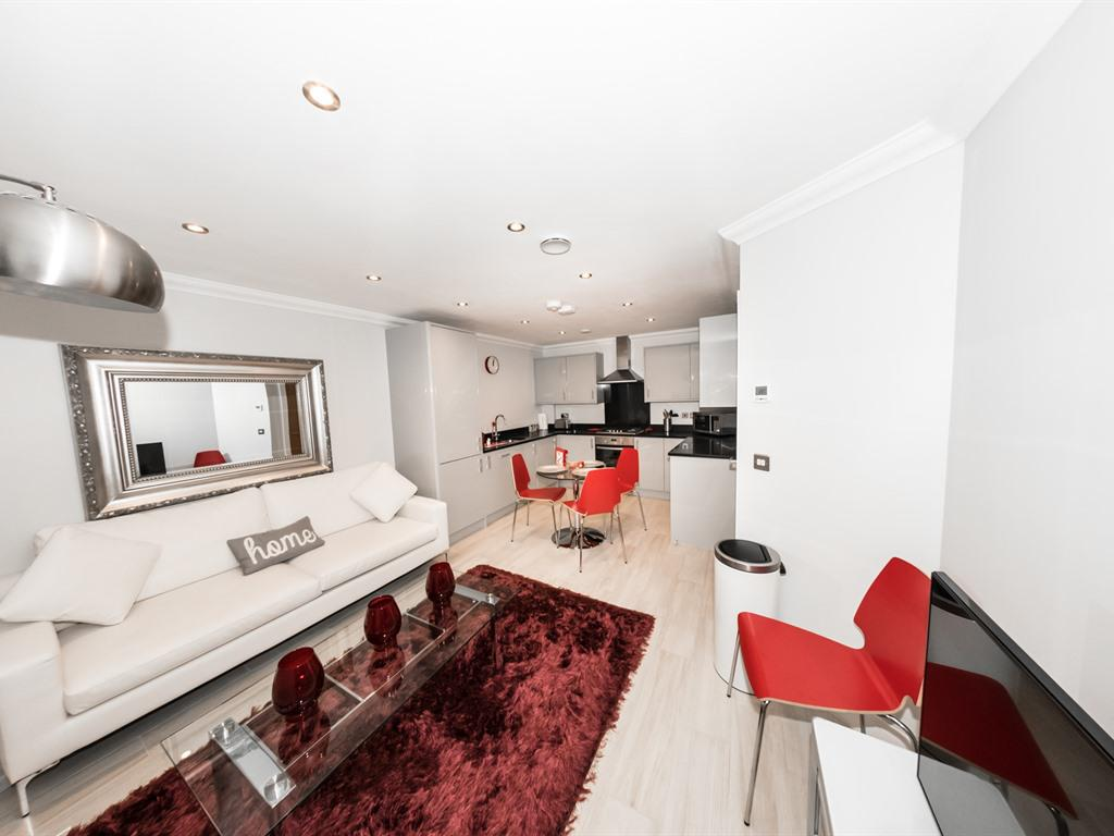 Modern Penthouse in Reading Town Centre- KSA