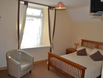 Double room-Ensuite-Bath and Shower