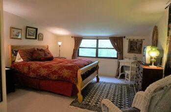 La Traviata bedroom
