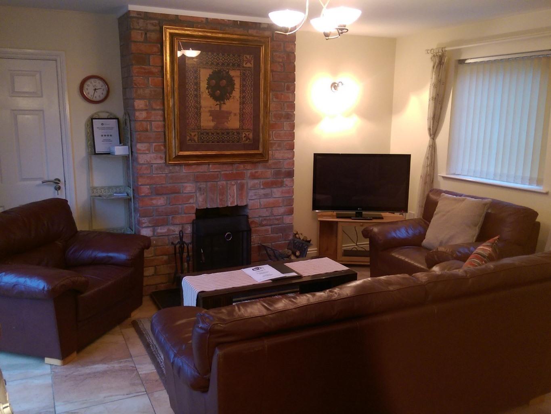 Cottage-Deluxe-Ensuite-3 Bedroom 'Wren'