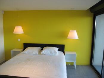 Chambre jaune étage bas