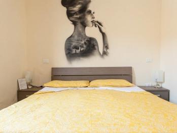 Matrimoniale-Standard-Bagno in camera con doccia-Vista strada-Poetry