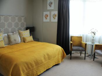 """""""Pommery"""" Feature double guest room with side sea view"""
